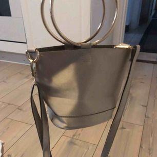 Miniväska från Petra Tungården X NELLY.COM