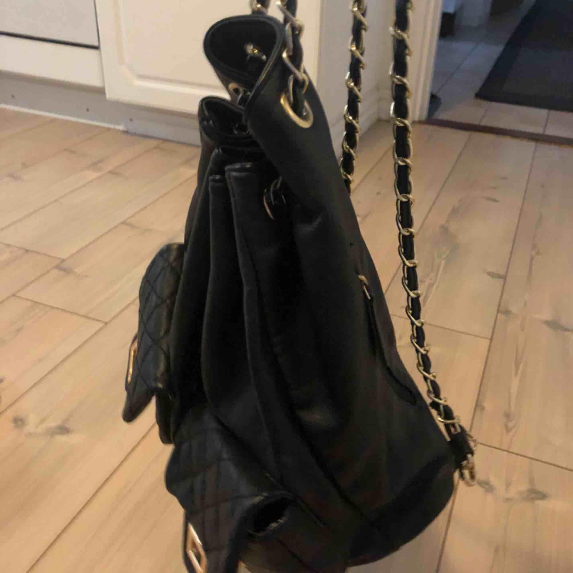 Ryggsäck i nyskick, påsmodell! . Väskor.