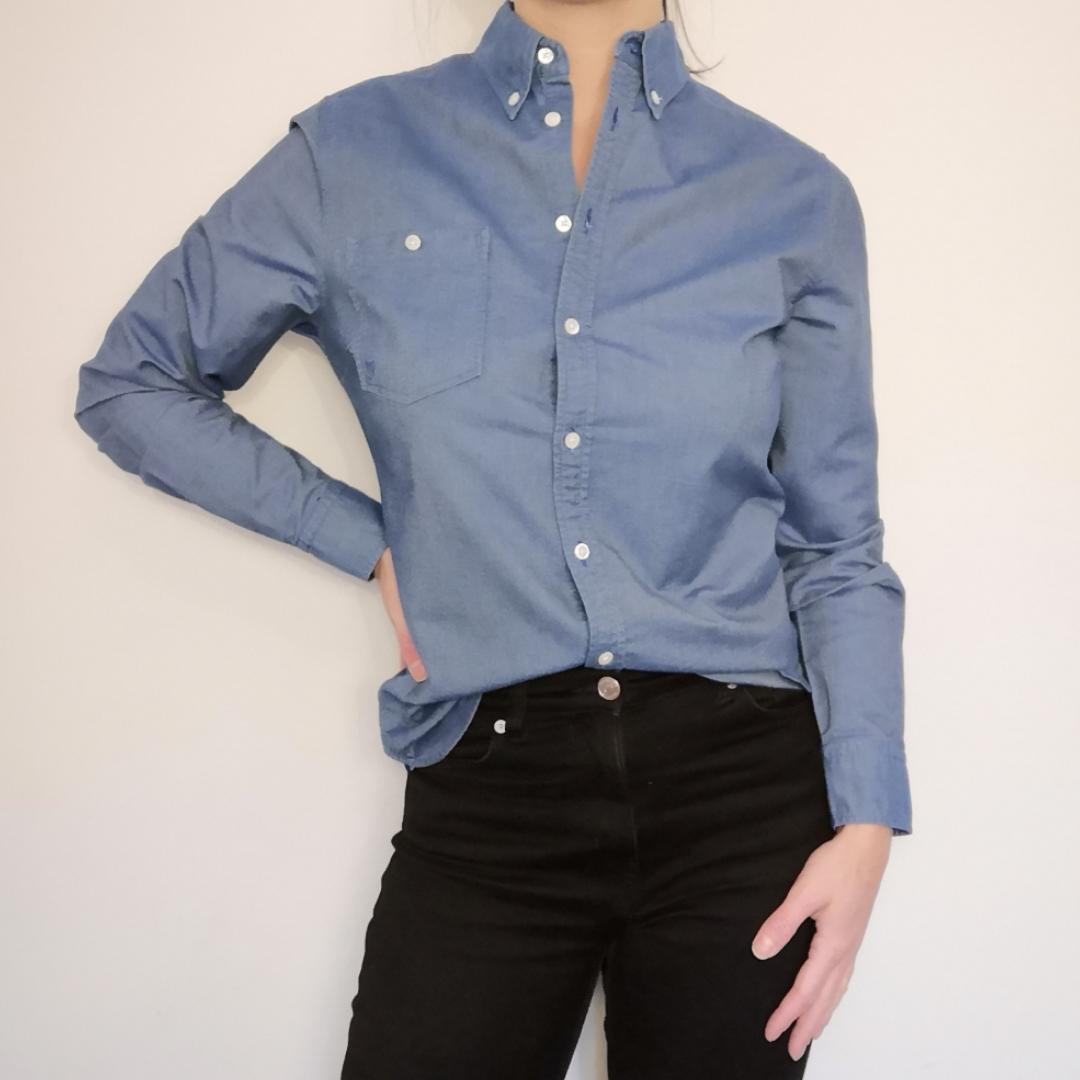 Blå skjorta från Gant i väldigt fint skick! Oxfordmodell i storlek 36. 100 % bomull . Skjortor.