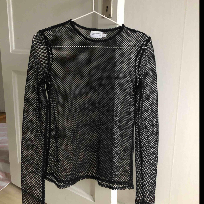Fishent tröja som knappt är använd (max 1-2 gånger). Köpt för flera år sedan på nakd samarbete med vanessa moe🔥 skitfin, men kommer ej till användning för mig längre. Plaggets skick är så gott som ny. Slutsåld på hemsidan. (OBS, pris ingår frakt). Skjortor.