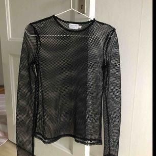 Fishent tröja som knappt är använd (max 1-2 gånger). Köpt för flera år sedan på nakd samarbete med vanessa moe🔥 skitfin, men kommer ej till användning för mig längre. Plaggets skick är så gott som ny. Slutsåld på hemsidan. (OBS, pris ingår frakt)