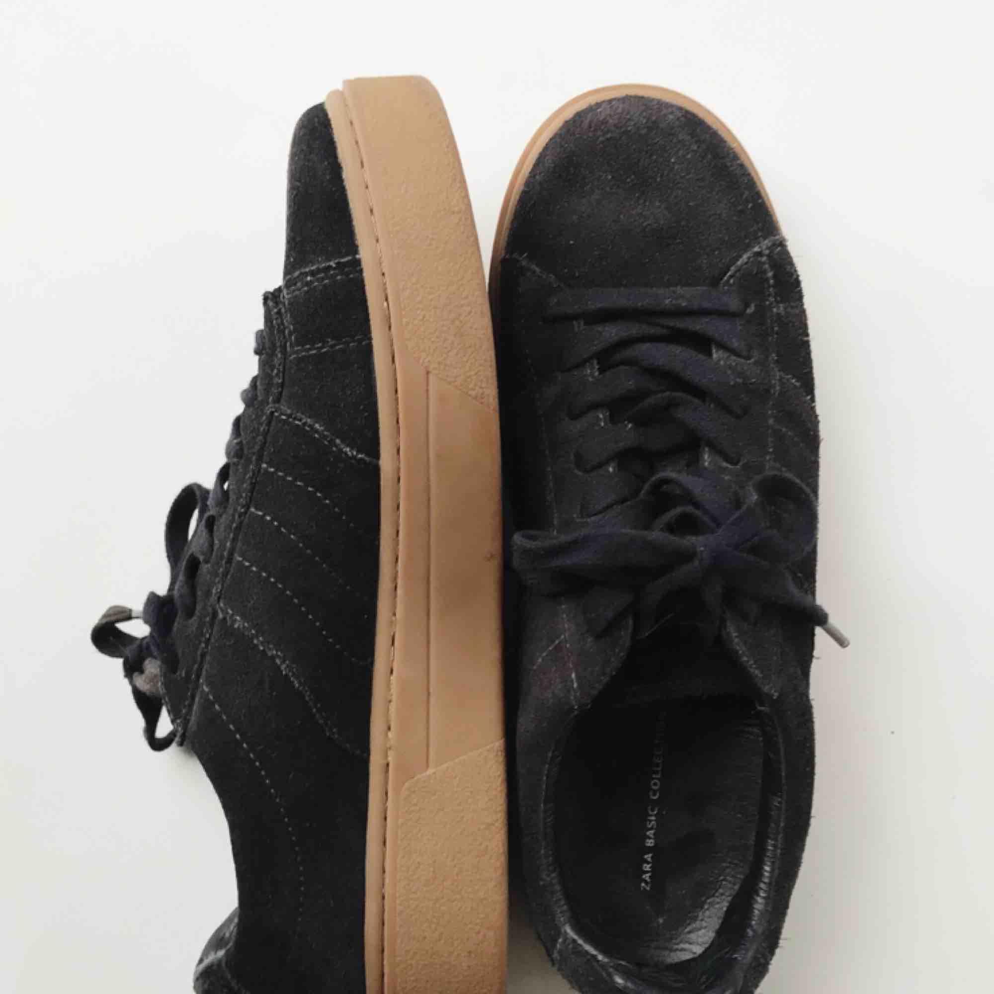 Skor från Zara. Köpta för något år sedan och är i gott skick. . Skor.