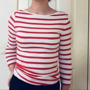 Säljer denna fina långärmade tröja ifrån Primark. Endast använd enstaka gång. Storlek: 34. Köparen står för frakten, kontakta om du är intresserad💗