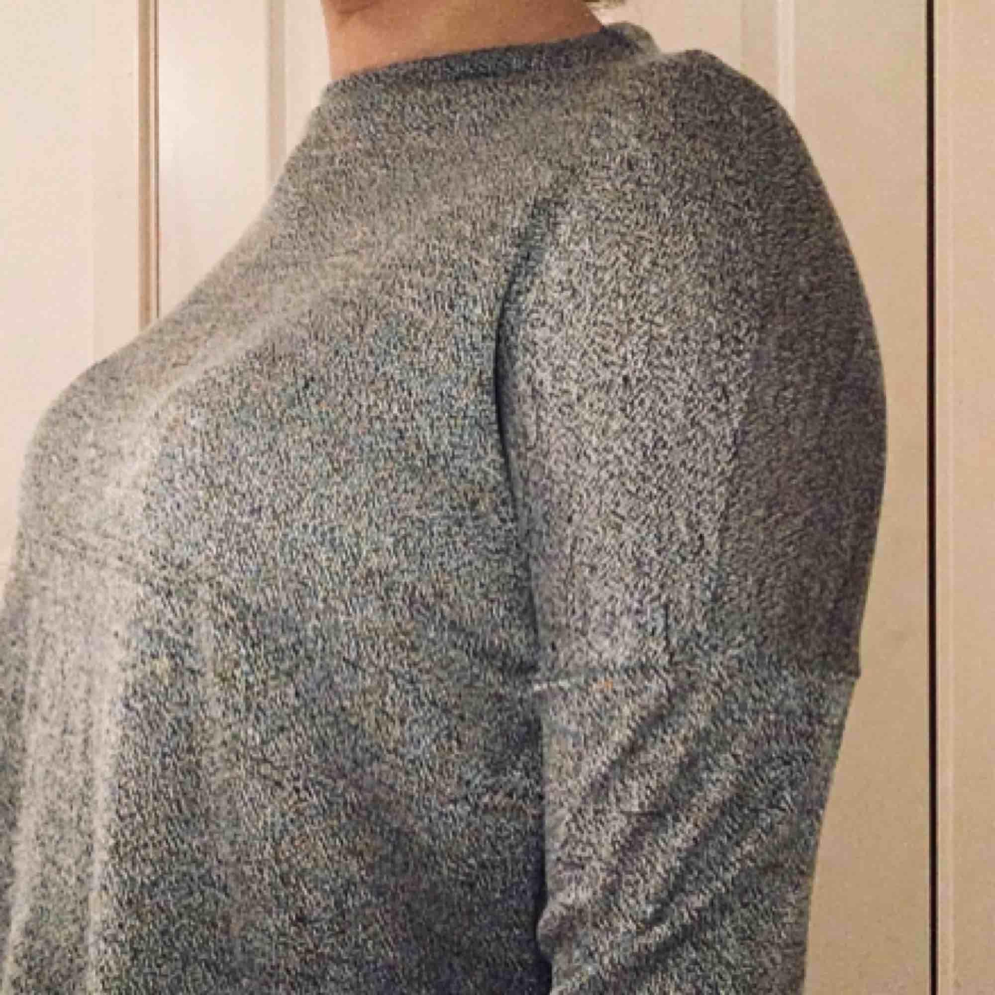 Långärmad fin tröja från New yorker, fint skick! Strl XS. Köparen står för frakt💗. Toppar.