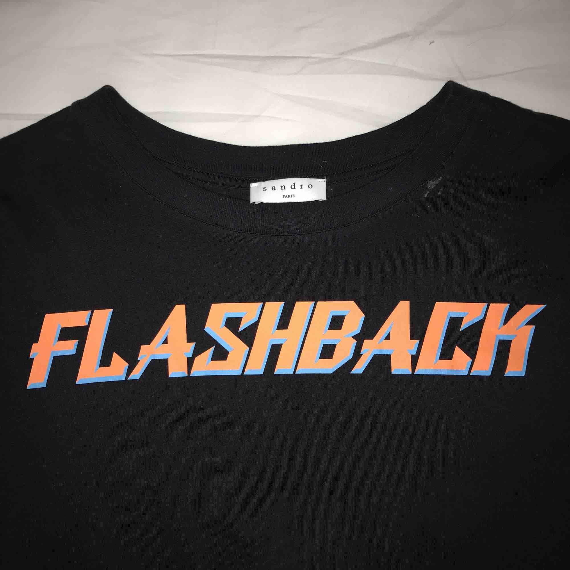 Cool t-shirt från Sandro Paris! Använda en gång! Original pris 800kr. T-shirts.
