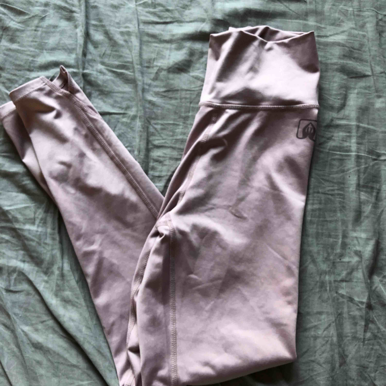 Träningsbyxor i storlek S💞 Frakt 39kr. Jeans & Byxor.