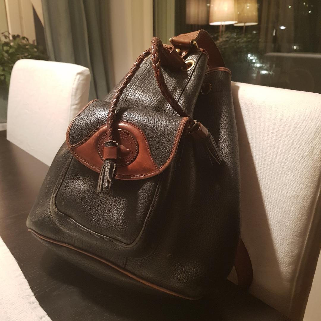 Söt vintage väska, knappt använd, äkta läder. Kan mötas upp i sthlm, kunden står för frakt <3. Väskor.