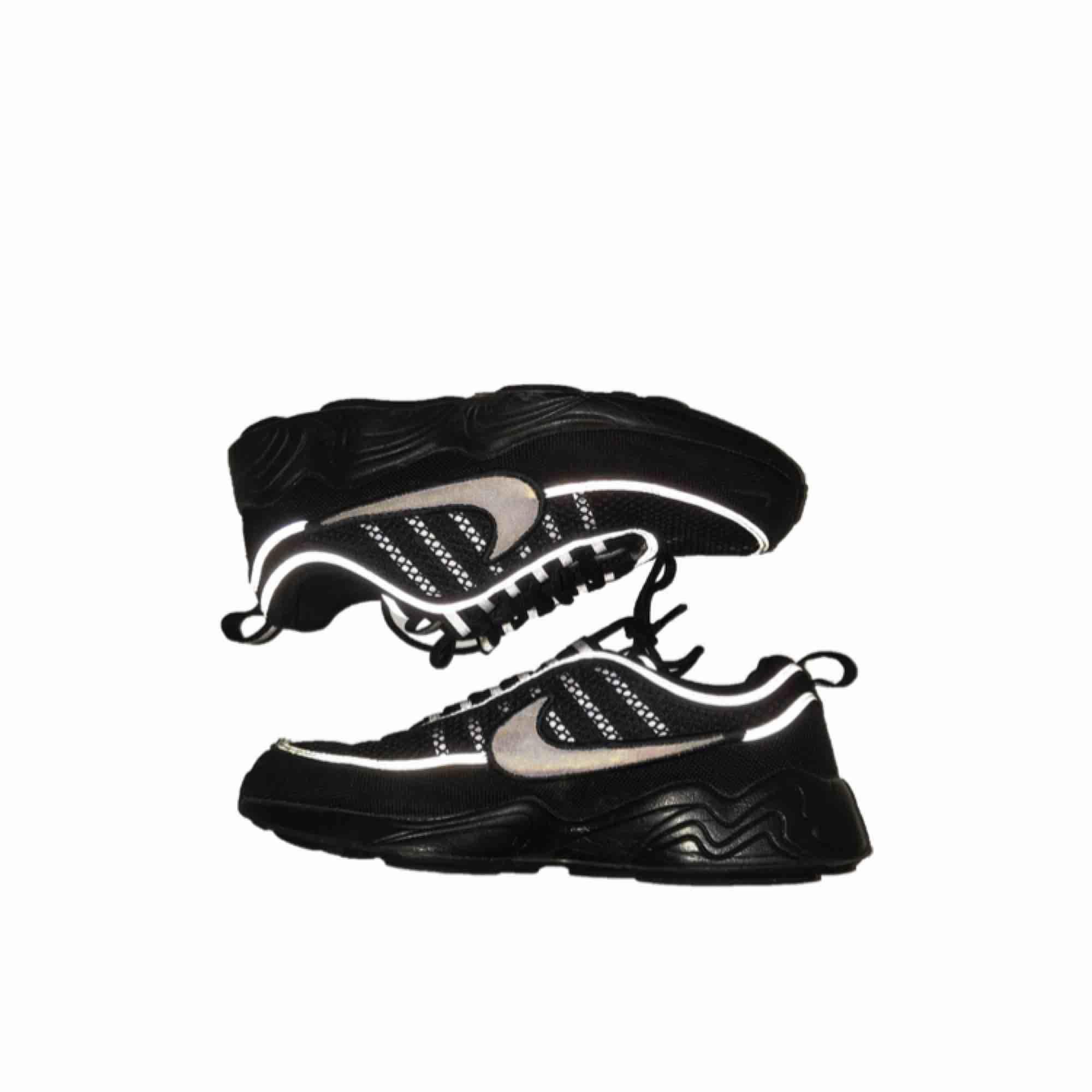 Nike Air Zoom spiridon 16 black.. size 40.5 skick:8/10 nypris:1599kr., 500kr. Skor.