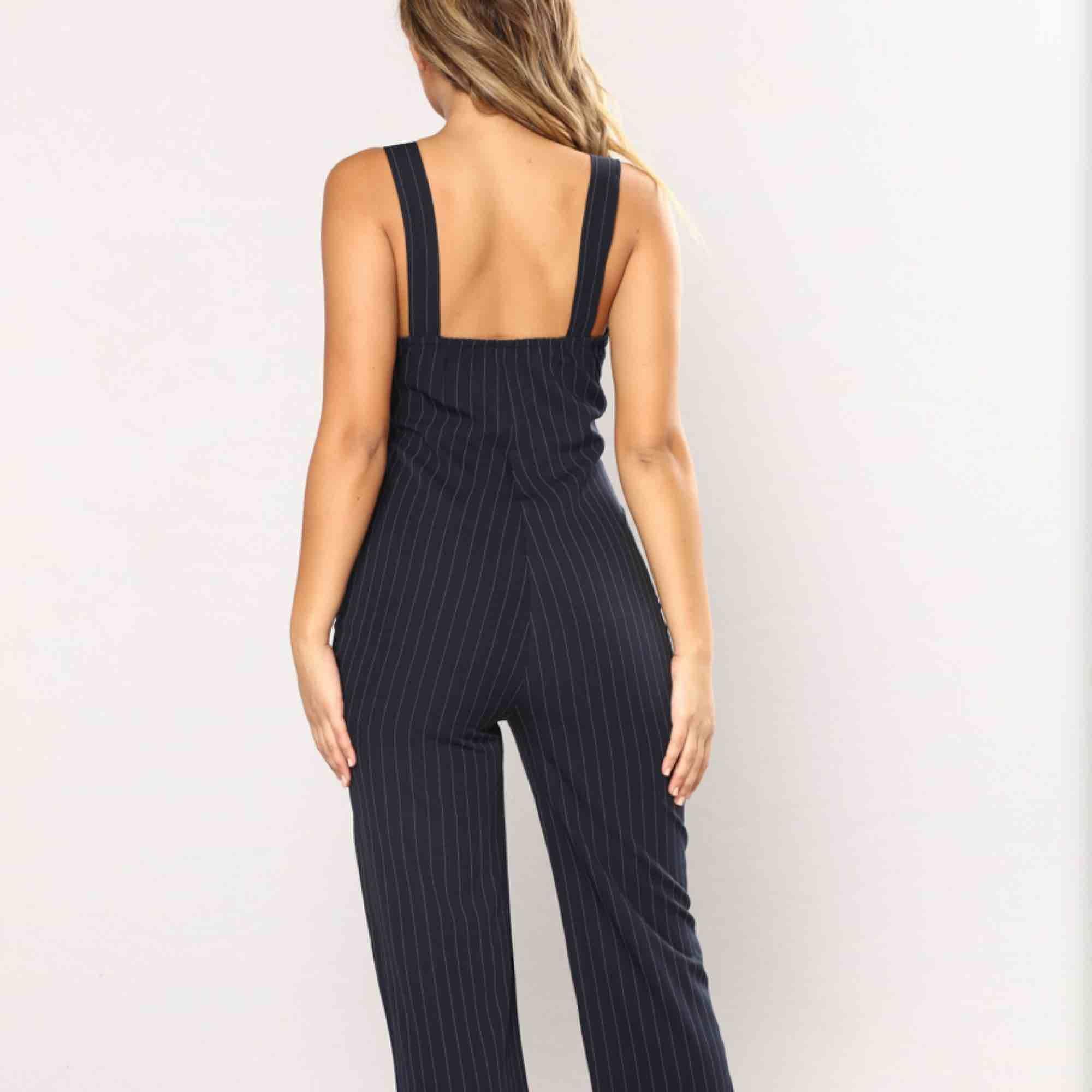 Jumpsuit från Fashion Nova! Aldrig använd, prislappen kvar 🌸🌸🌸. Klänningar.
