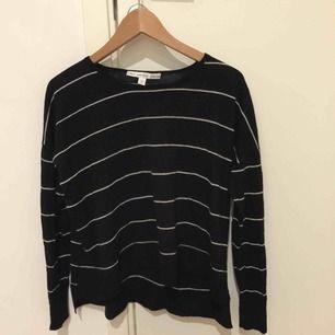 Vit/svart randig tröja från & Other stories, passar även S!