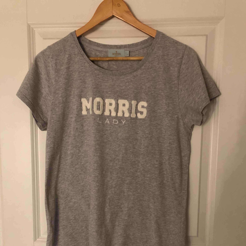 Äkta Morris t-shirt. Har inte använt den mycket. Ny pris 599kr. T-shirts.