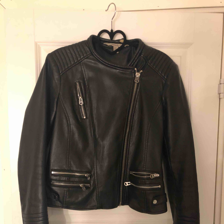 Skinnjacka från Zara. Priset kan diskuteras. Jackor.