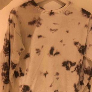 Sweater från Forever 21, finns ej i Sverige. Lite nopprig men kan lätt tas bort, annars i bra skick.
