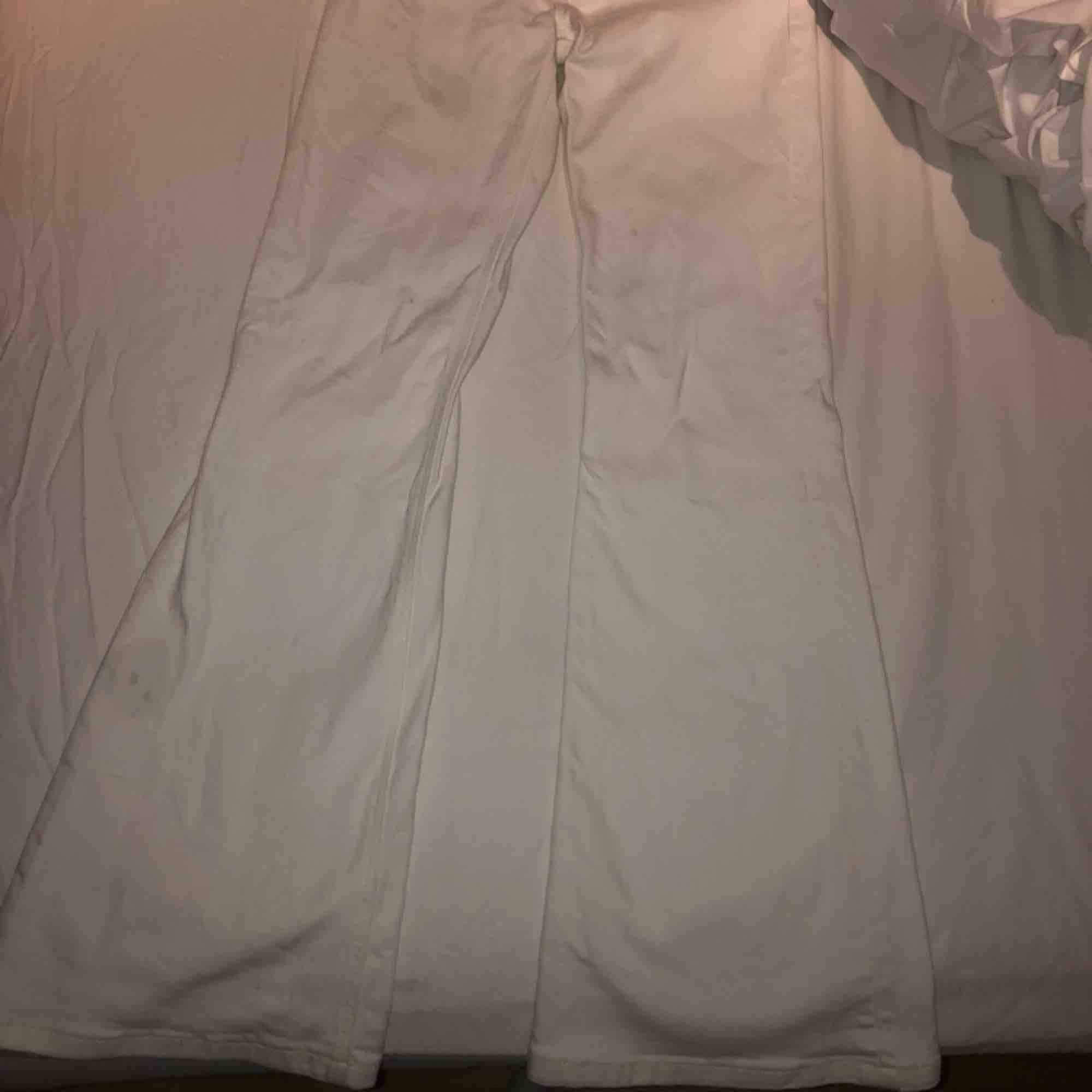 Bootcut jeans från Lee i storlek 24/25. Hade fortsatt använt men de är för små för mig. Använda men i bra skick. Har ett fåtal fläckar som knappt syns, men troligtvis inte går att få bort.. Jeans & Byxor.