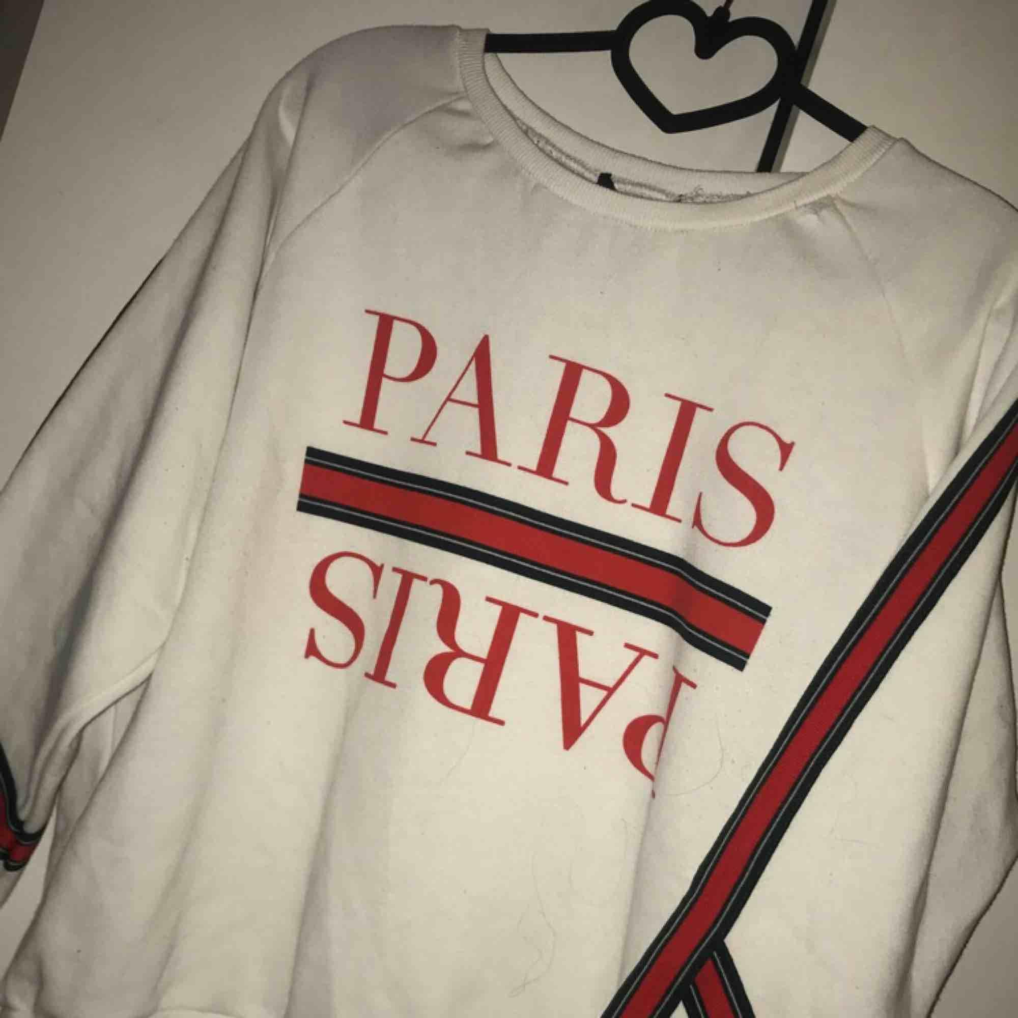 Oversized college tröja i strl S, endast testad!  Frakt tillkommer om den ska skickas. ⭐️. Tröjor & Koftor.