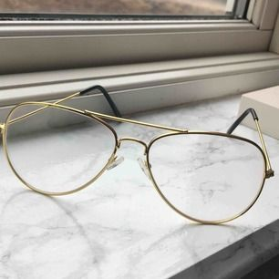 Jättesnygga fake glasögon, säljer pga att de ej används, frakt 39kr 🥰