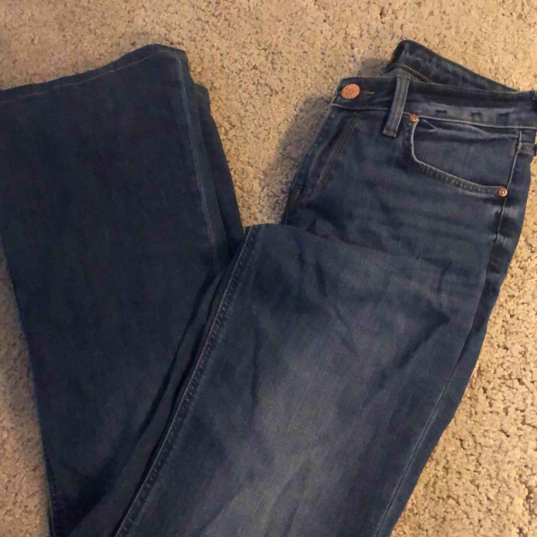 Har sytt upp dom och de passar på mig som är ca 1,64 fint skick!. Jeans & Byxor.