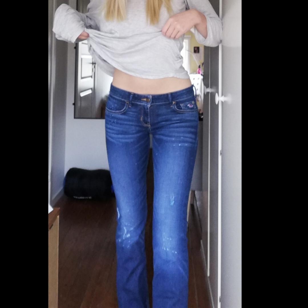 Lågmidjade jeans från hollister med mycket stretch. Storlek 26 i midjemått. Passar XS-S 🌸. Jeans & Byxor.
