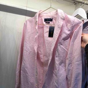 Rosa Ralph Lauren skjorta! Aldrig använd, prislapp finns forfarande kvar! 💗☺️💫 köparen står för frakten!
