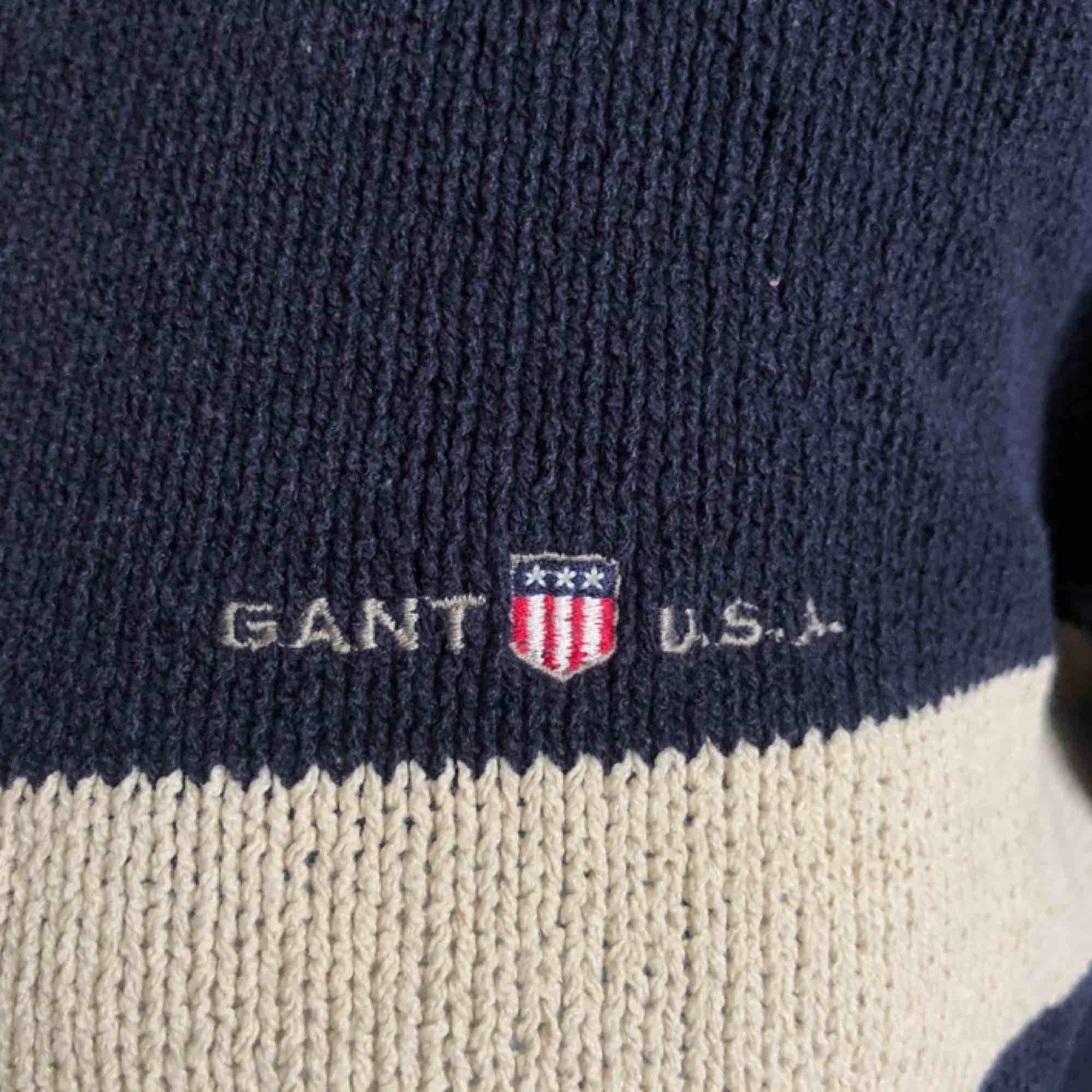 Mysig Gant kofta som passar nästan alla storlekar! Möts helt upp i Slussen :) . Stickat.