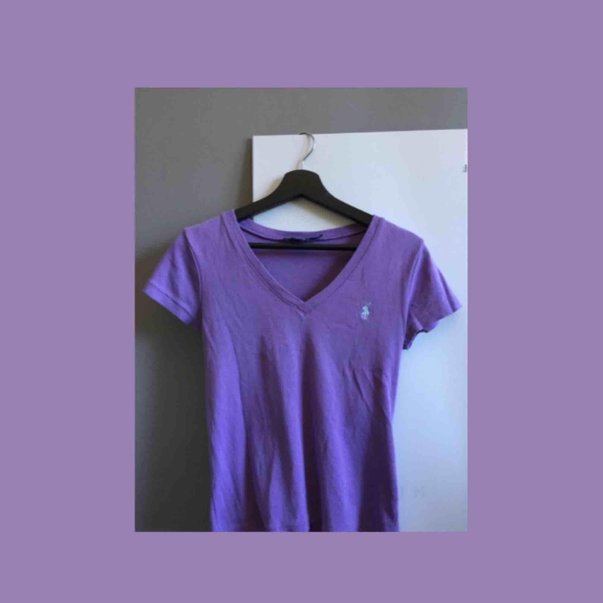 Tröja från Ralph Lauren Sport :) köparen betalar frakten . T-shirts.
