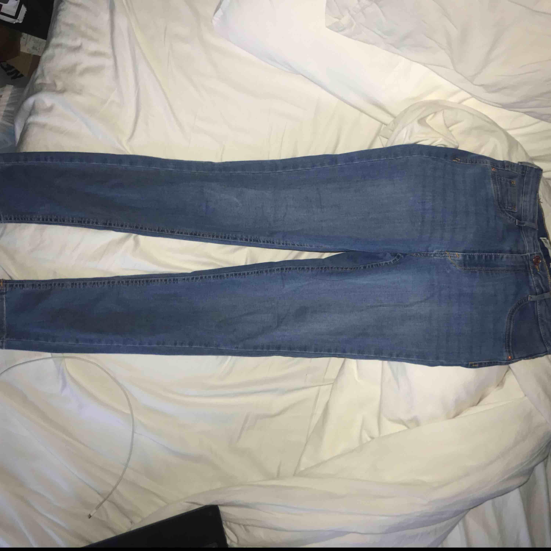 Jeans från GinaTricot. Oanvända! Säljes pga ej användning, köpare står för frakt. Jeans & Byxor.