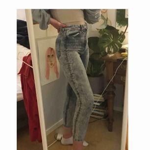 Jeans från monki, säljer pga dem är för korta för mig (är 174 cm). Annars är dem super fina och sköna!