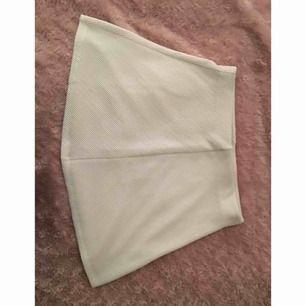 Helt ny vit kjol från Zara i storlek S