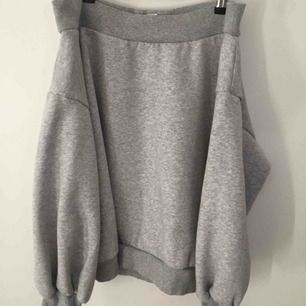 Helt ny offshoulder sweatshirt