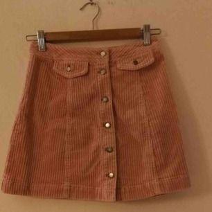 En jätte fin Manchester kjol från hm. Använd några få gånger så den är i jätte fint skick👍 köparen står för frakten❤️