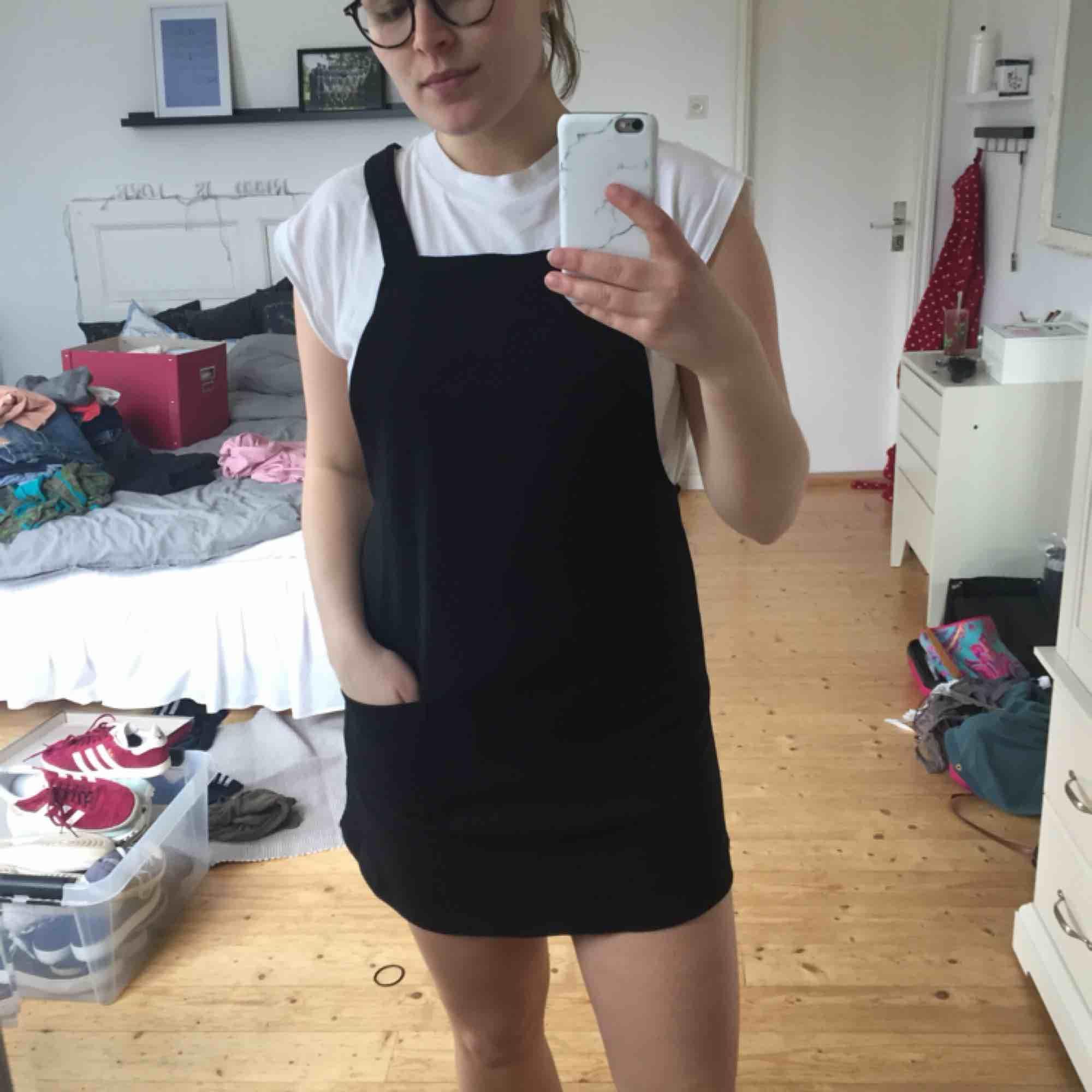 """Söt """"klänning"""" som aldrig kommer till användning letar nu nytt hem. Frakt tillkommer🌸. Klänningar."""