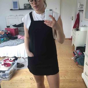 """Söt """"klänning"""" som aldrig kommer till användning letar nu nytt hem. Frakt tillkommer🌸"""