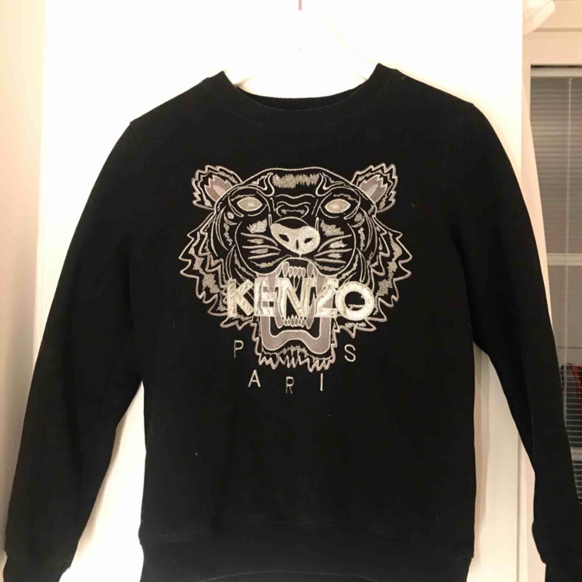 Äkta kenzo Paris sweatshirt använd 1 gång. Köpare står för frakt. Möts upp i sthlm. . Huvtröjor & Träningströjor.
