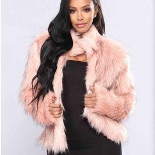 Pris går att diskutera, faux fur jacka från Fashion Nova egna bilder går att fås vid intresse 💓