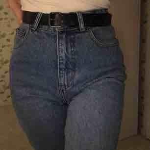 Jättefina jeans från cheap monday. Ljusblåa och väldigt bra skick. Kan mötas i Slussen eller så står köparen för frakten :)