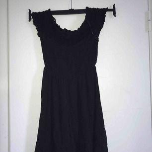 Jättefin svart klänning från hm. Använd max två gånger. Kan mötas i slussen eller så står köparen för frakten :)
