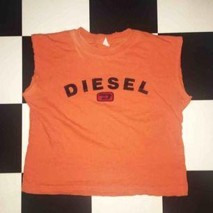 Diesel T-shirt, avklippta ärmar. Barntröja typ så den är tight och passar xs!
