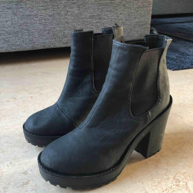 15c01439dda Støvler / støvler med hæl fra HM. Brug et par gange, god stand!