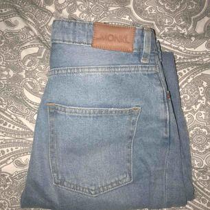 Kimomo ripped jeans från Monki, strl 29! Supersköna och knappt använda.