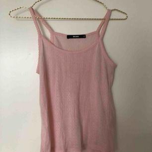 rosa linne från BikBok, använd endast ett fåtal gånger så i bra skick! Köparen står för frakten! 💗💫