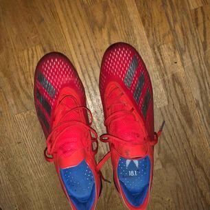 Adidas X 18.1 Säljer dessa för att jag inte gillar att spela i adidas skor! Använda väldigt få gånger Nypris 2499kr Jag säljer de för 999kr då jag vill bli av med dom. Storlek 43 Seriösa köpare endast✌🏽