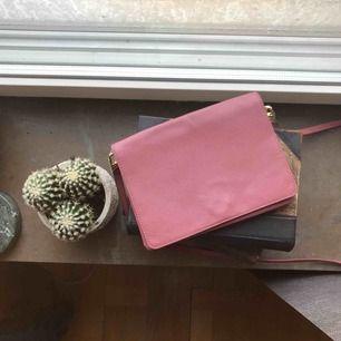 Rosa fin väska i fakeläder från H&M🌟💐