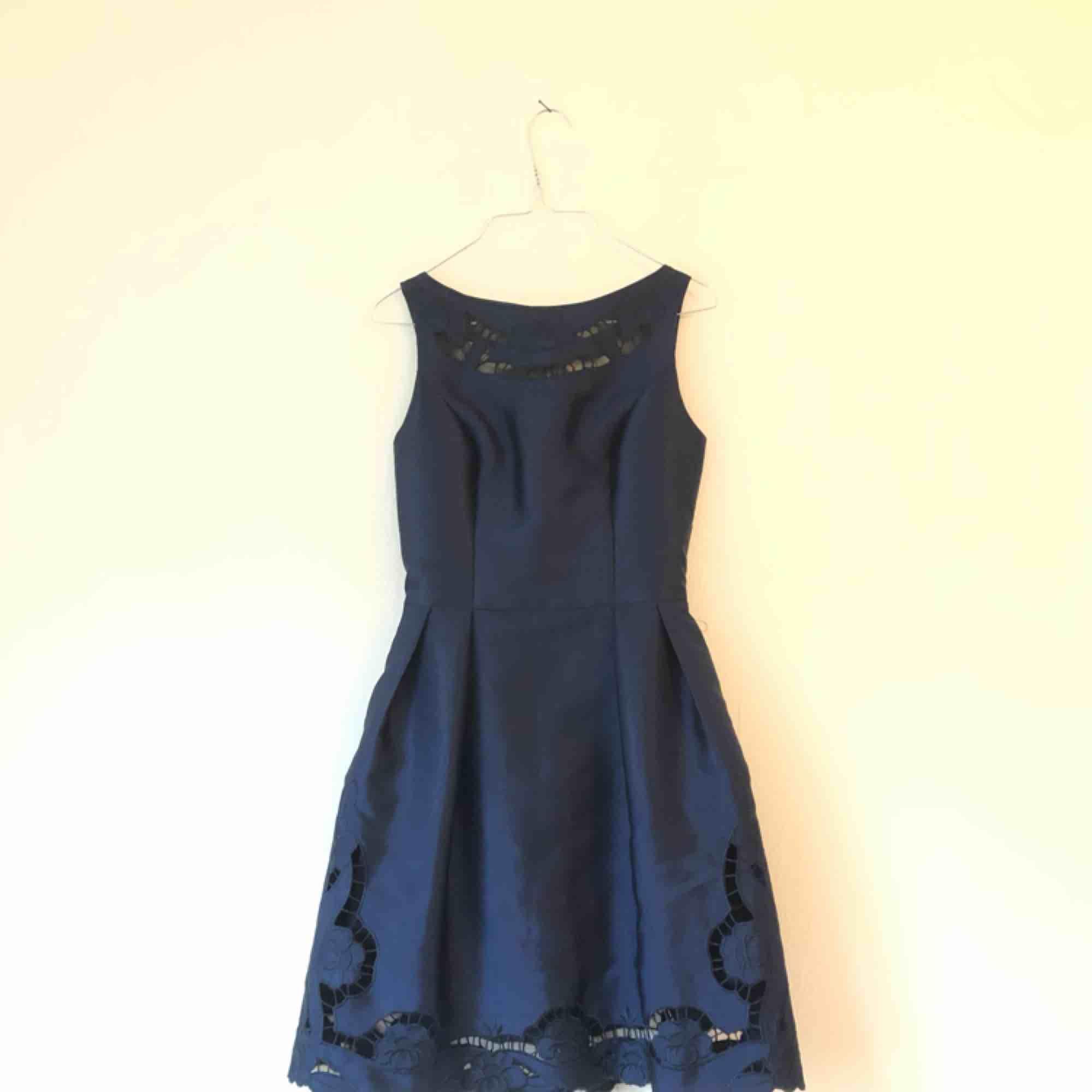 Superfin klänning från Chi chi London, använd en gång. Säljes pga kommer inte till användning. Frakt ingår!. Klänningar.