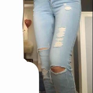 Jeans som är perfekta till sommaren och jättefin passform, dok för små för mig. 🧡