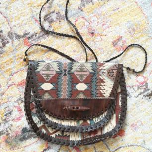 Snygg handgjord väska, helt oanvänd!