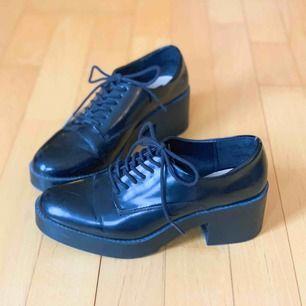 Svarta skor från Zara. Har använts få gånger. Fri frakt!📦