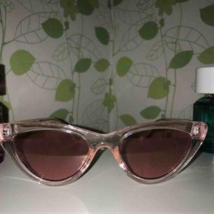 Supercoola glasögon från hm. Nästan helt oanvända.  Köparen står för frakten :)