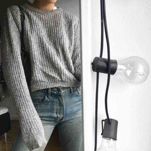 Stickad tröja från h&m med lite längre armar och kortare i midjan.