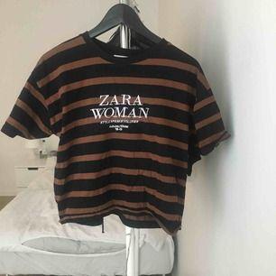 Få gånger använd, löst sittande T-shirt från Zara.