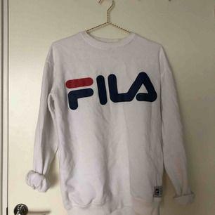 Vit tröja från Fila! 💙💫 Köparen står för frakten!